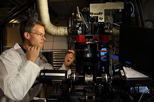 Using new optical-diagnostic techniques, Sandia combustion researcher Mark Musculus and his colleagues identified the sources of key pollutants from LTC engines. Understanding how LTC works as a combustion technique may lead to broader use of cleaner diesel engines. (Photo by Dino Vournas)